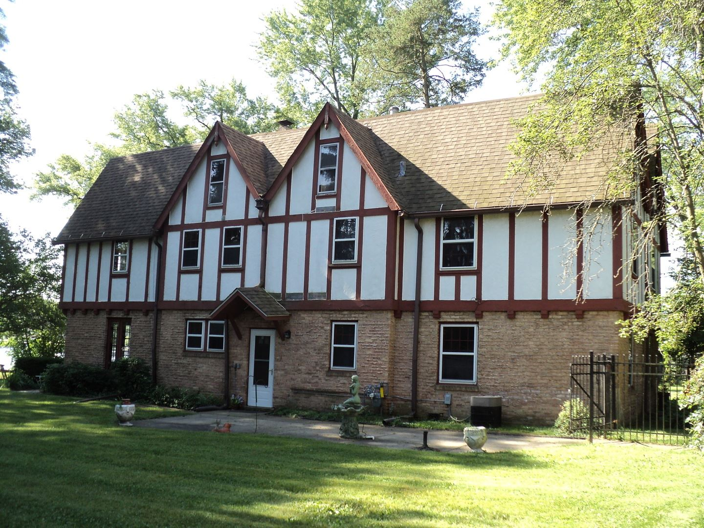402 Country Club Drive, McHenry, IL 60050 - #: 10643335