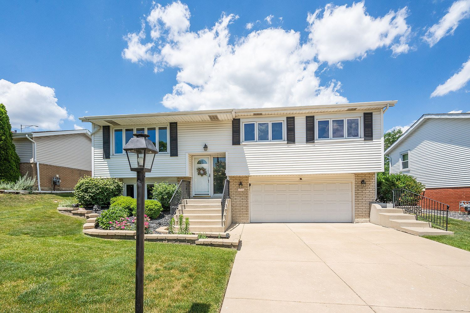 8930 BARBERRY Lane, Hickory Hills, IL 60457 - #: 11119337