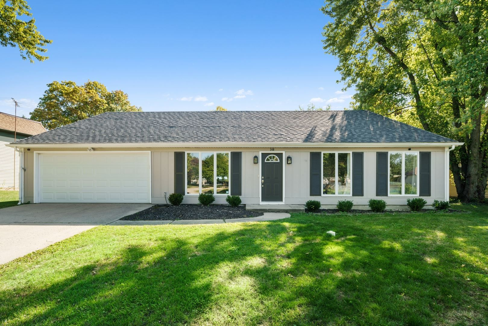 Photo of 340 Boulder Hill Pass, Oswego, IL 60543 (MLS # 10878342)