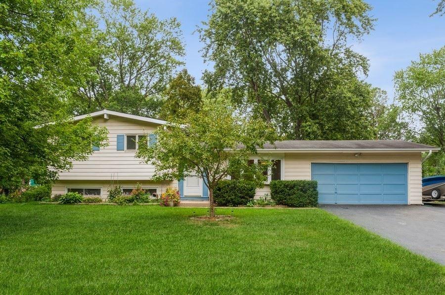 15682 W Sprucewood Lane, Libertyville, IL 60048 - #: 11215345