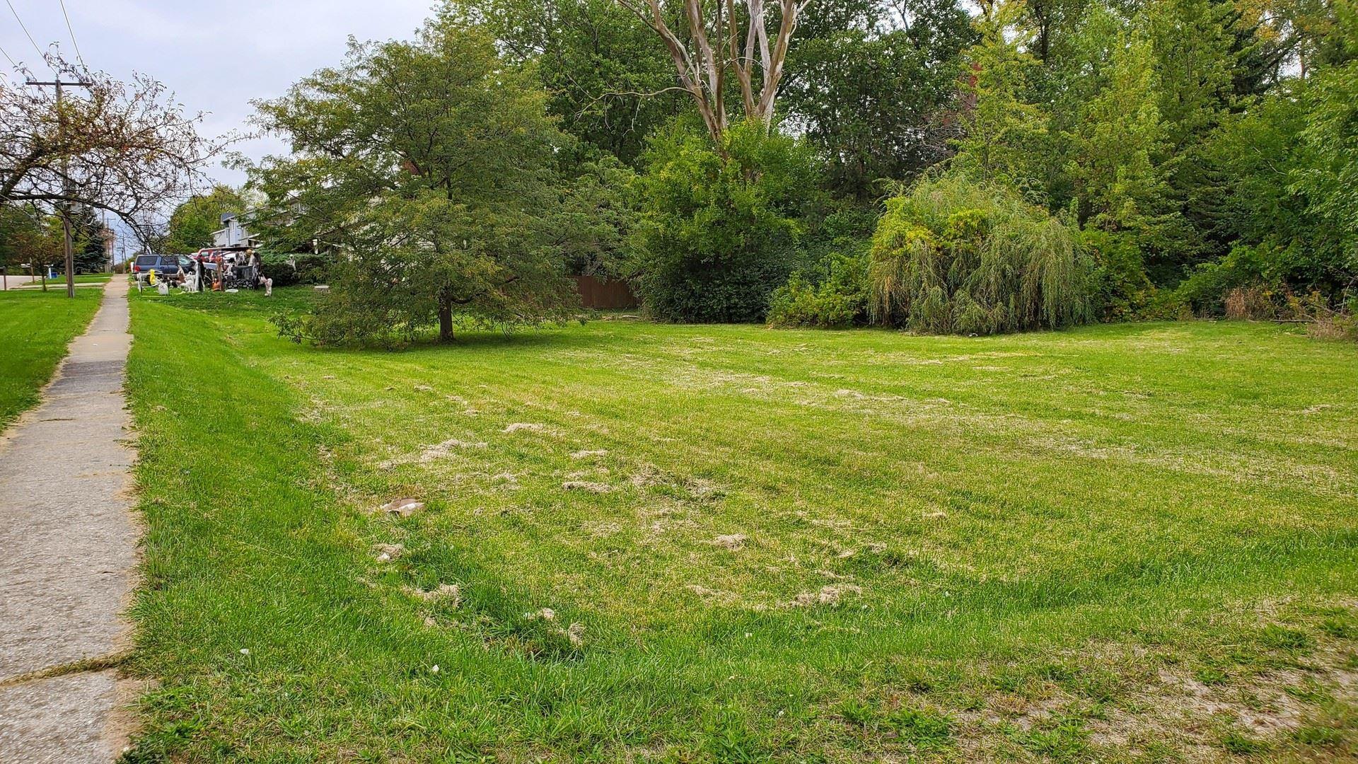 Photo of 218 E Briarcliff Road, Bolingbrook, IL 60440 (MLS # 10897348)