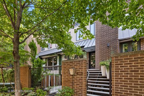 Photo of 1315 N SUTTON Place, Chicago, IL 60610 (MLS # 10881361)