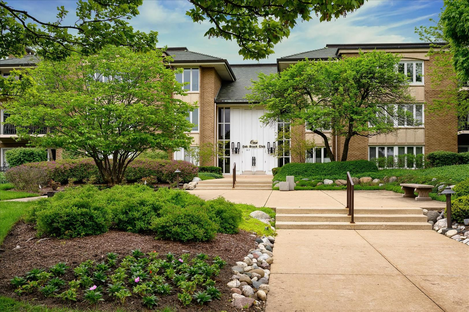 1 Oak Brook Club Drive #A309, Oak Brook, IL 60523 - #: 10725363