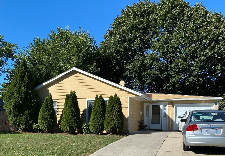 111 HICKORY Drive, Carpentersville, IL 60110 - MLS#: 11247369