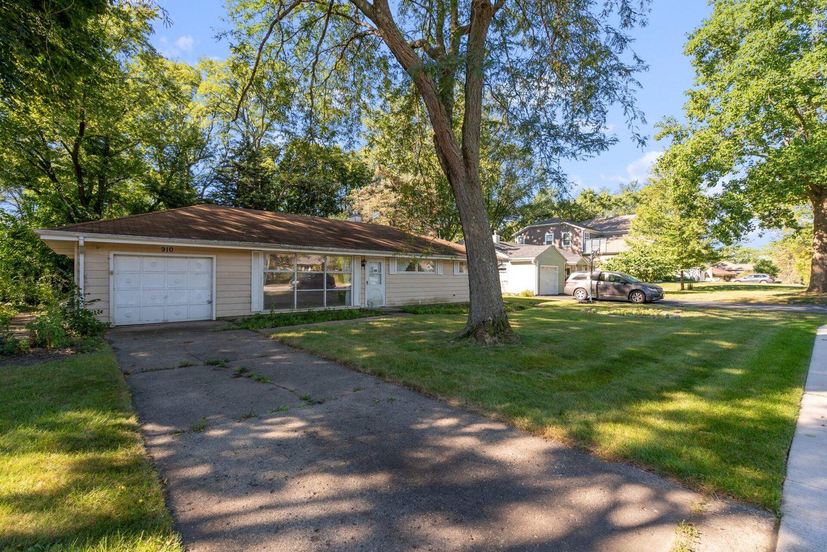 910 Wakeman Avenue, Wheaton, IL 60187 - #: 11221371