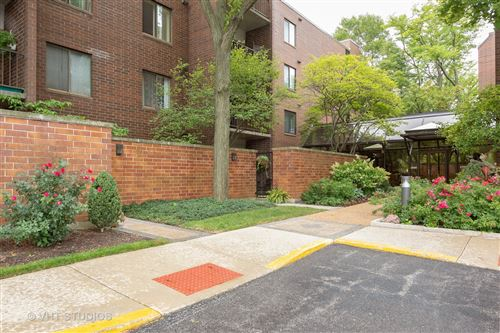 Photo of 2200 BOUTERSE Street #401F, Park Ridge, IL 60068 (MLS # 10912391)