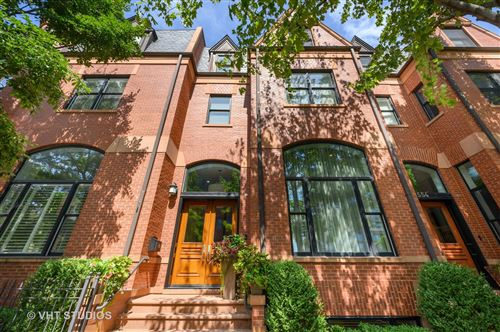 Photo of 556 W GRANT Place, Chicago, IL 60614 (MLS # 10992392)