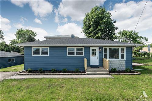 Photo of 5801 Holmes Avenue, Clarendon Hills, IL 60514 (MLS # 11166394)