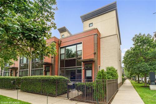 Photo of 649 W Oak Street, Chicago, IL 60610 (MLS # 10788414)