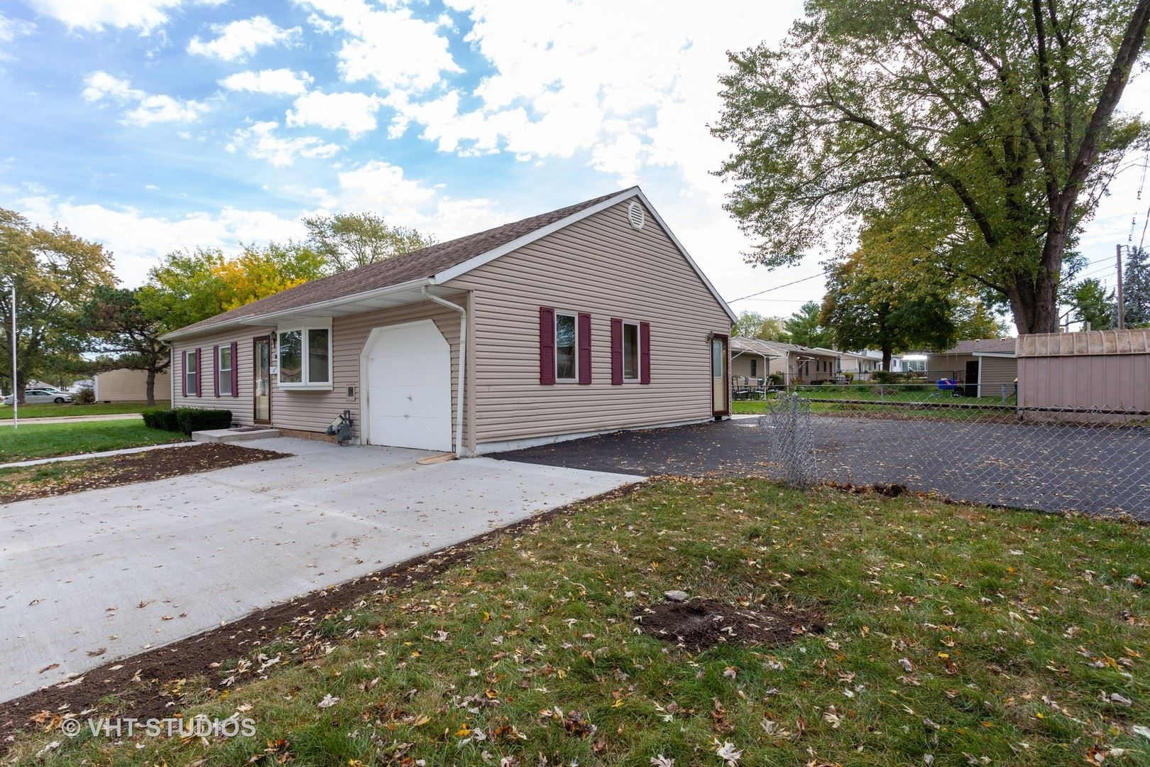 Photo of 301 Belmont Drive, Romeoville, IL 60446 (MLS # 10882416)