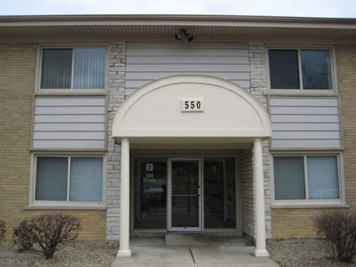 Photo of 550 CHASE Drive #7, Clarendon Hills, IL 60514 (MLS # 11238422)