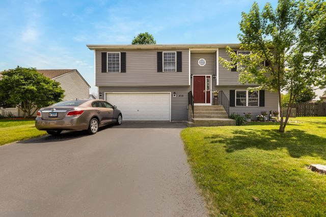 212 Inverness Trail, Mchenry, IL 60050 - #: 10447427