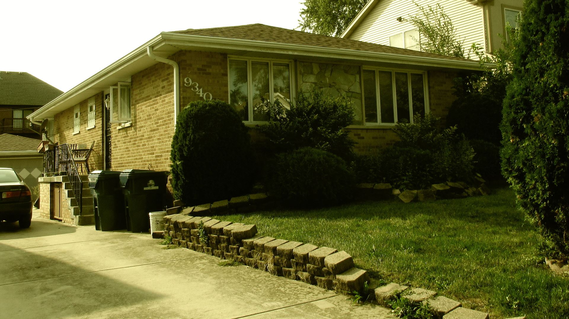 Photo for 9340 S 81st Court, Hickory Hills, IL 60457 (MLS # 10860432)