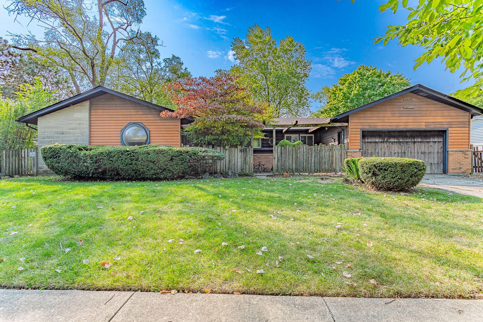 201 Redwood Avenue, Elk Grove Village, IL 60007 - #: 10882438