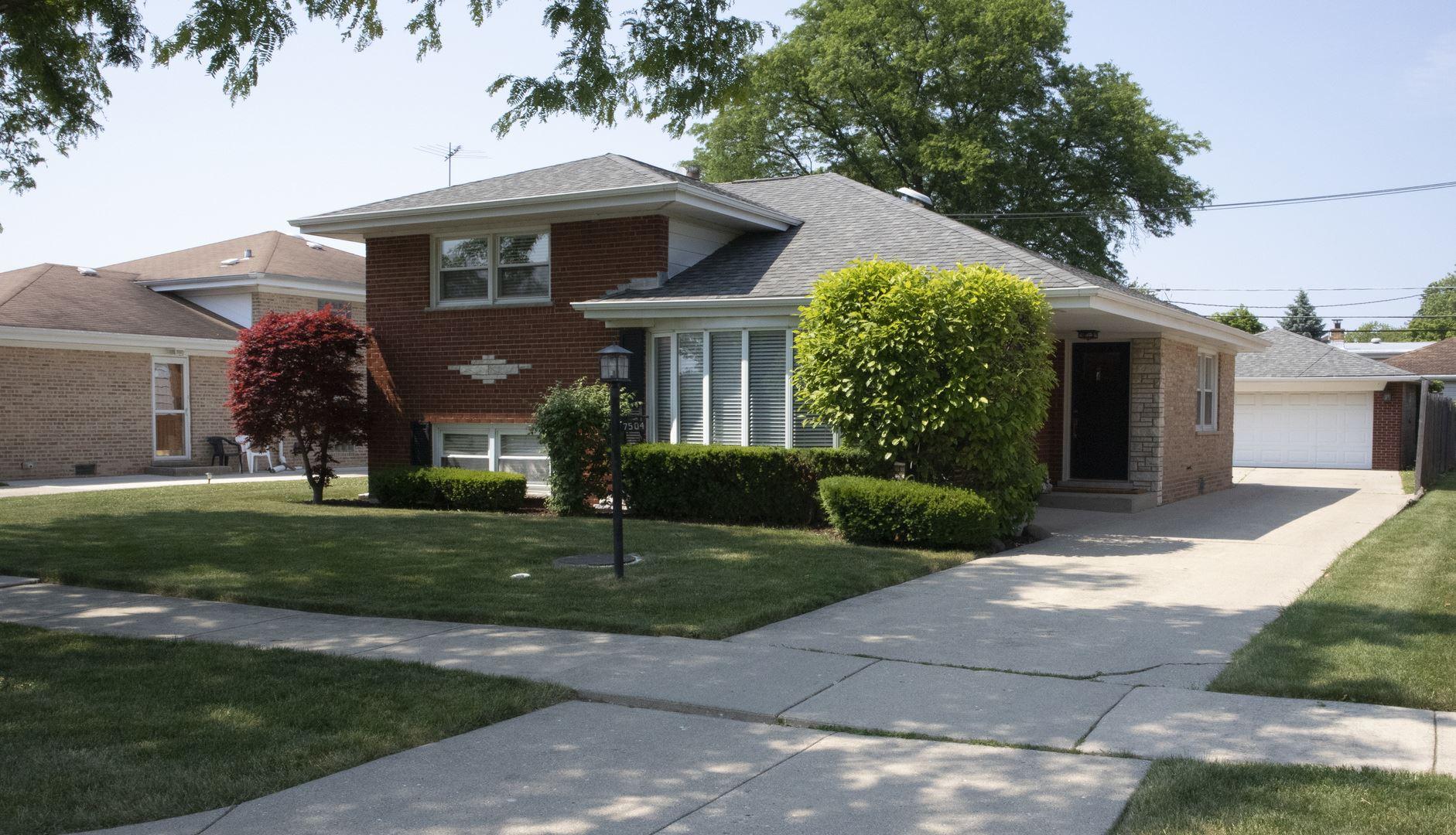7504 Suffield Street, Morton Grove, IL 60053 - #: 10754441