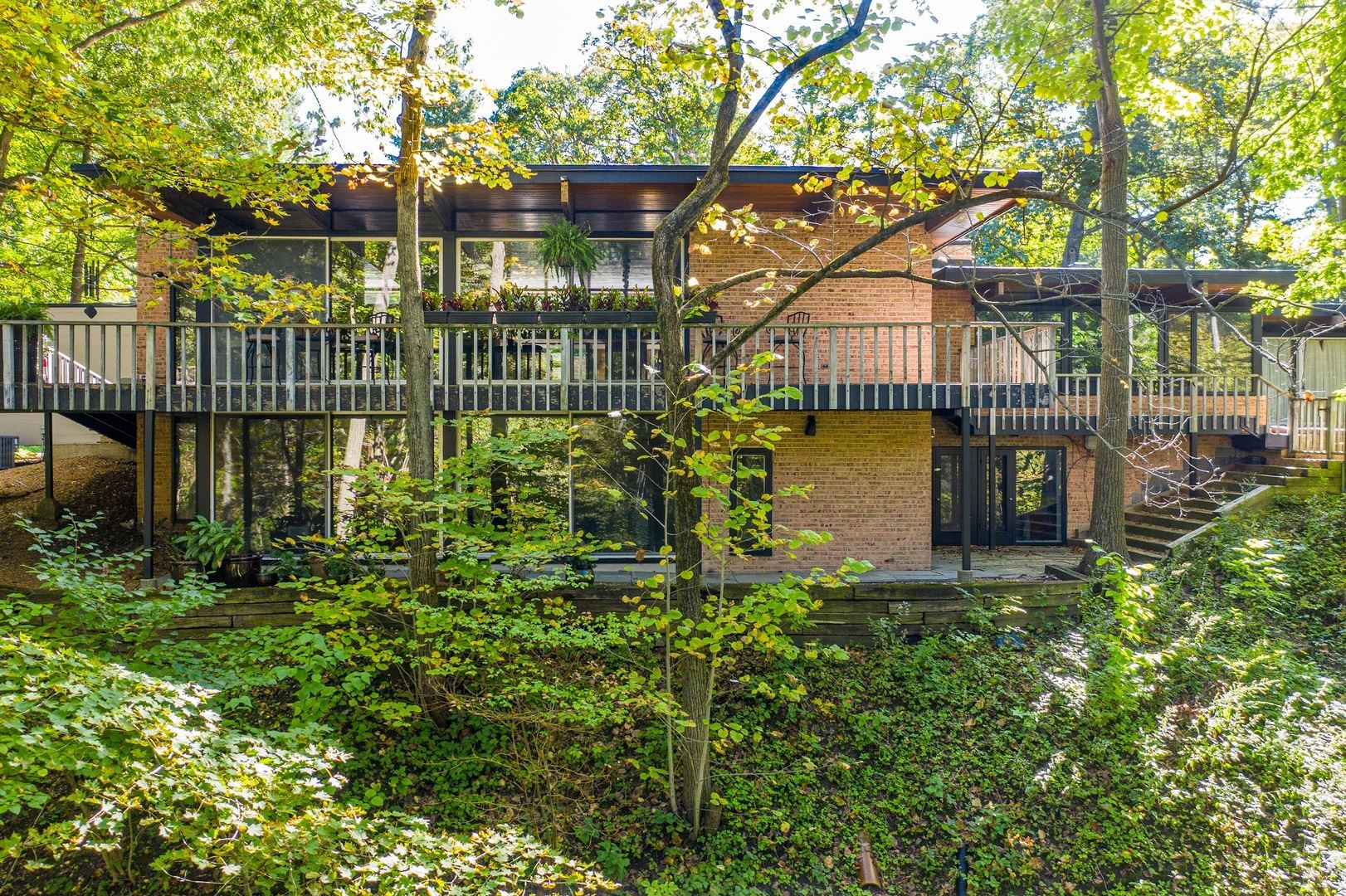 Photo for 334 Circle Lane, Lake Forest, IL 60045 (MLS # 10780456)