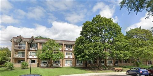 Photo of 360 Claymoor Road #1E, Hinsdale, IL 60521 (MLS # 10885465)