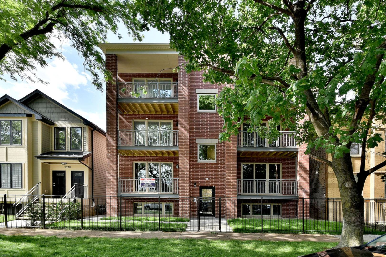 3708 W CORNELIA Avenue #1E, Chicago, IL 60618 - #: 10752470
