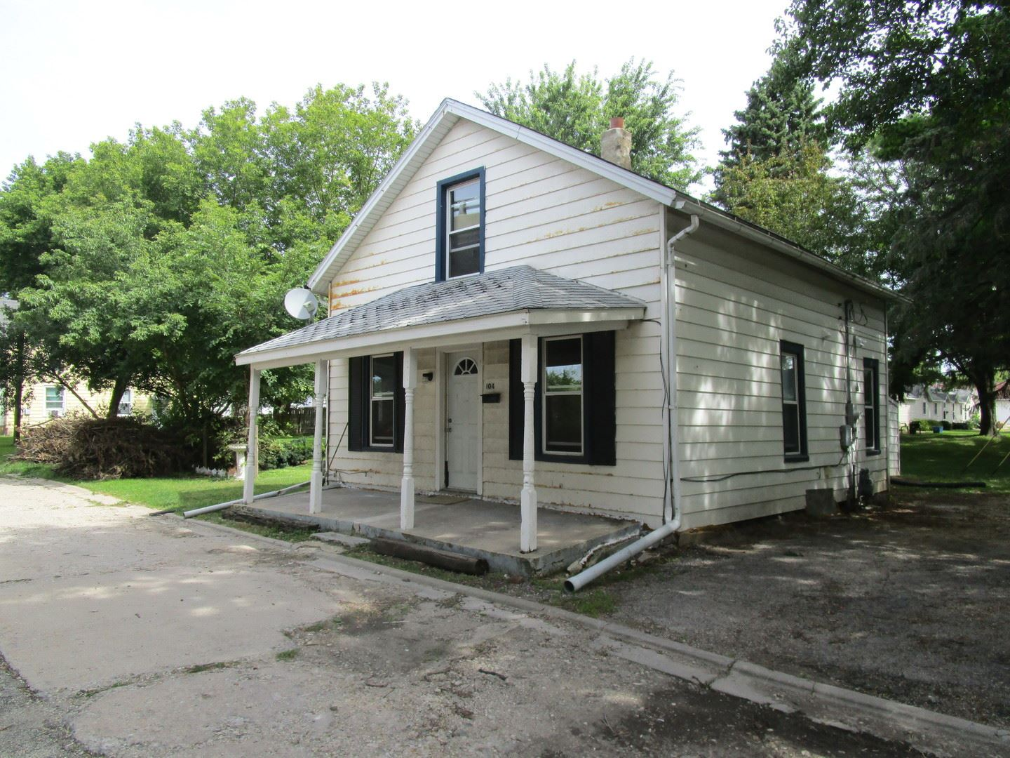 104 South Division Street, Harvard, IL 60033 - #: 10585477