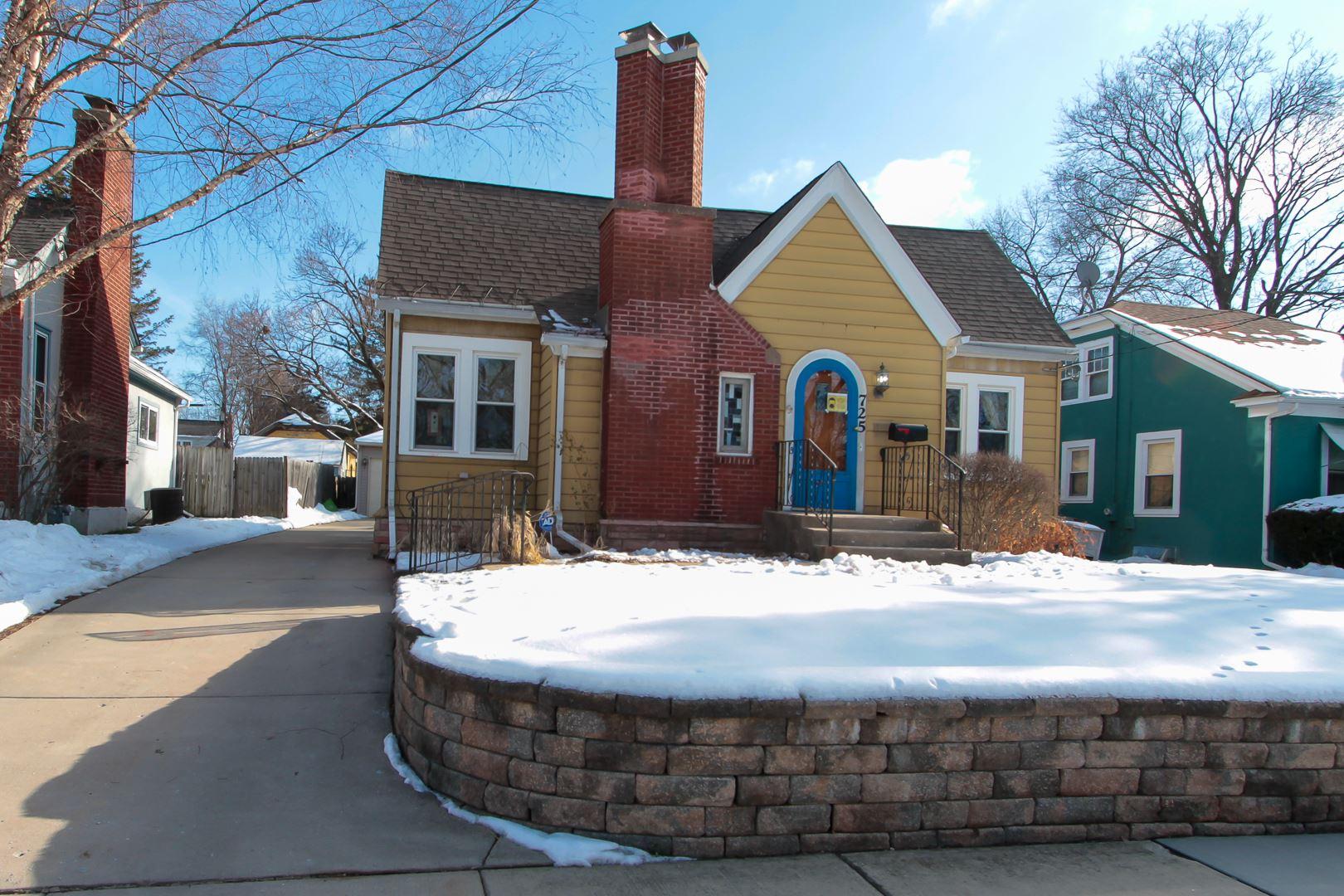 Photo for 725 N Grove Avenue, Elgin, IL 60120 (MLS # 10970484)