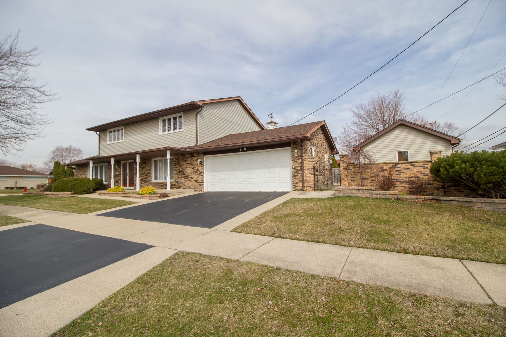 1100 E 172nd Street, South Holland, IL 60473 - #: 10675488