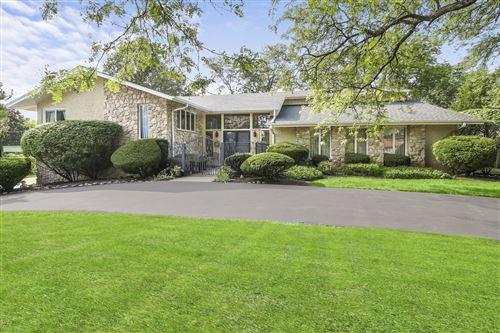 Photo of 10 Cochise Court, Oak Brook, IL 60523 (MLS # 10856492)