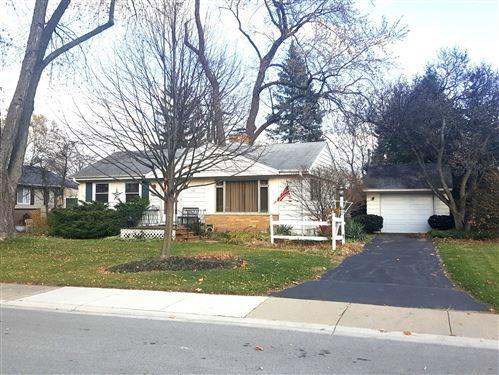Photo of 511 N Derbyshire Avenue N, Arlington Heights, IL 60004 (MLS # 10942496)