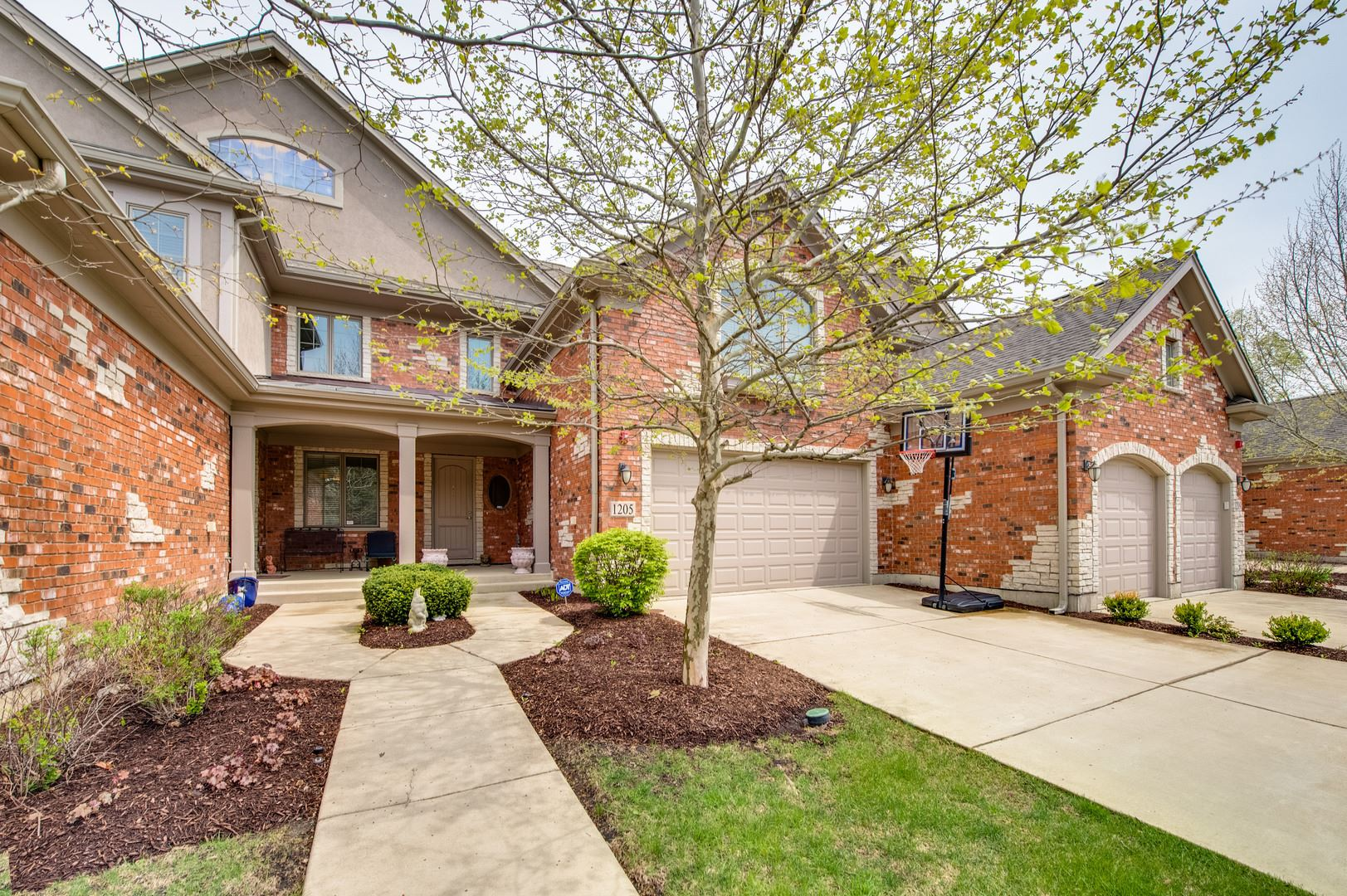 1205 W Charles Lane, Westmont, IL 60559 - #: 10696497