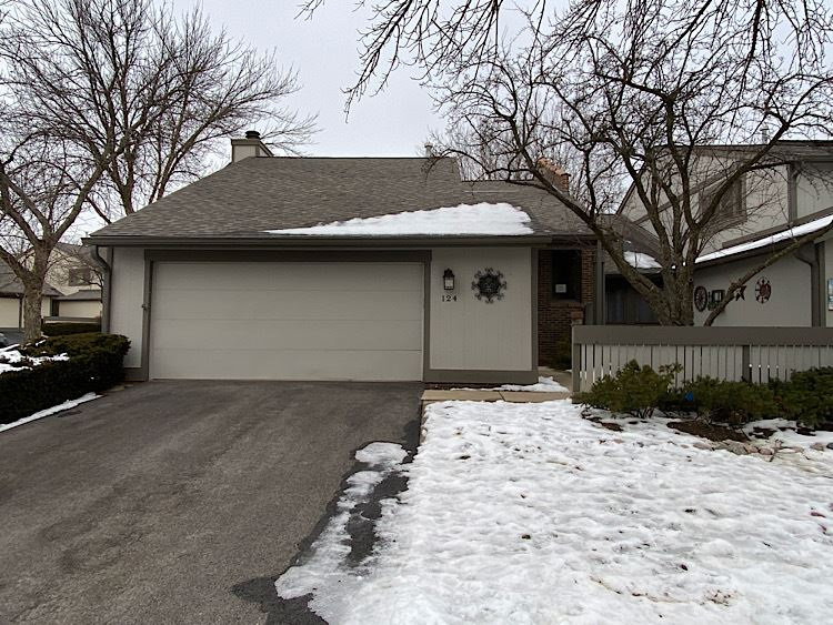 Photo for 124 New Castle Court, Rolling Meadows, IL 60008 (MLS # 10970498)