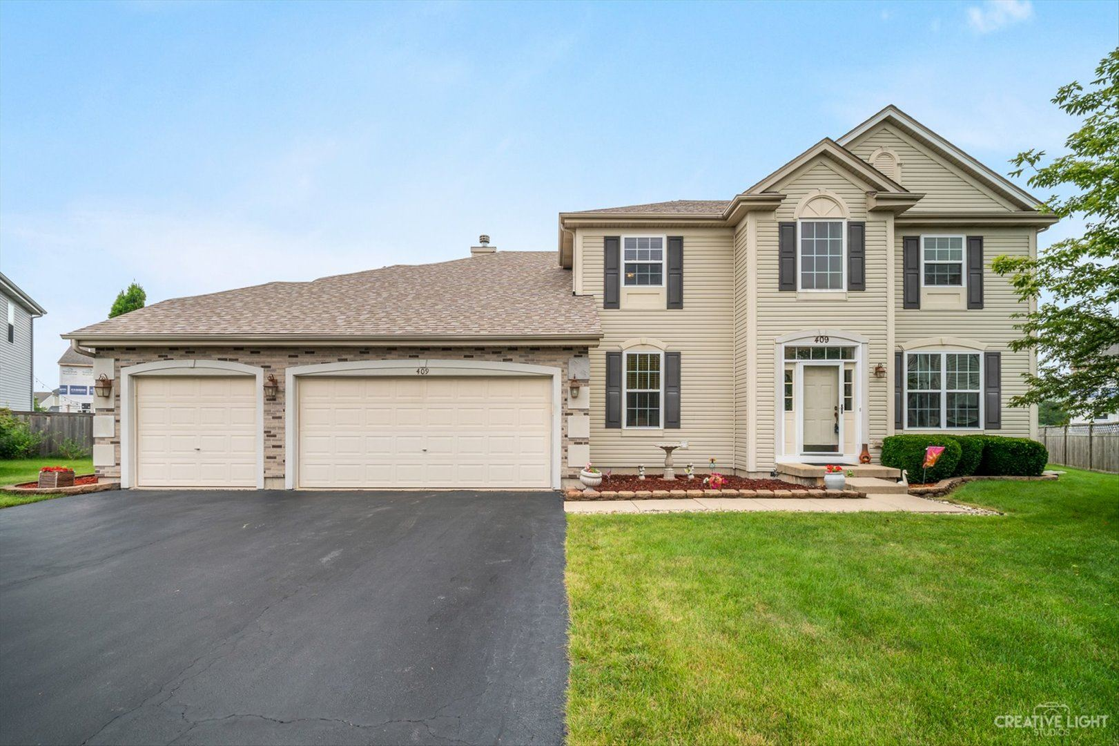 Photo of 409 Cotoneaster Court, Oswego, IL 60543 (MLS # 11154508)