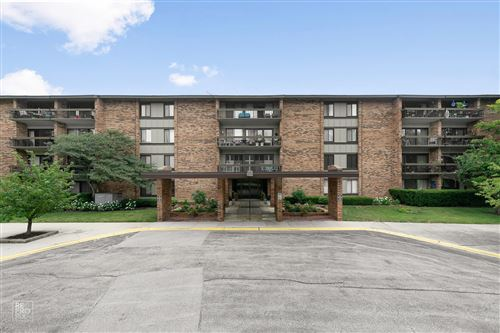Photo of 101 Lake Hinsdale Drive #405, Willowbrook, IL 60527 (MLS # 11155517)