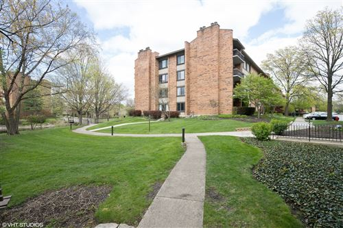 Photo of 201 LAKE HINSDALE Drive #312, Willowbrook, IL 60527 (MLS # 10719522)