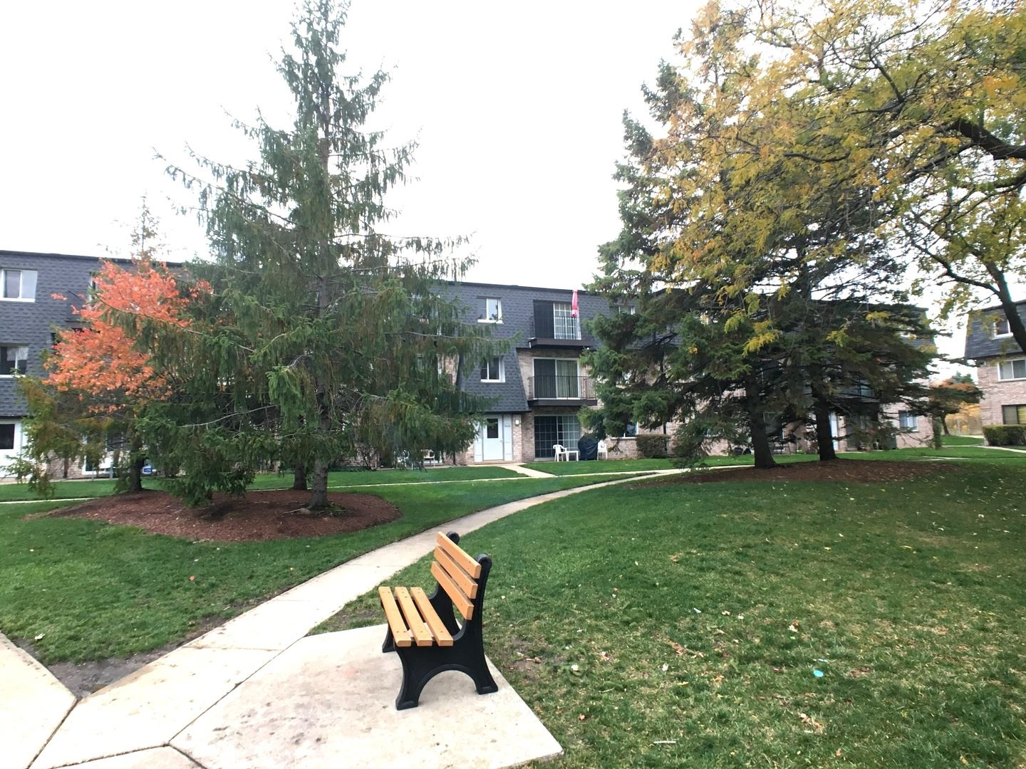 Photo for 9458 Bay Colony Drive #2N, Des Plaines, IL 60016 (MLS # 10970522)