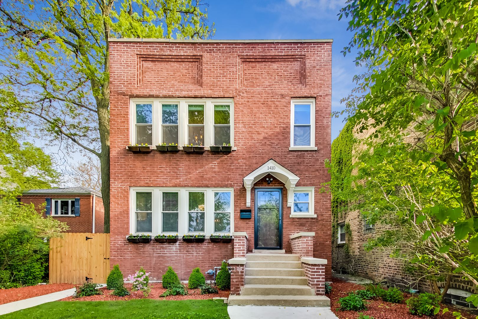 Photo for 1410 Washington Street, Evanston, IL 60202 (MLS # 10796524)