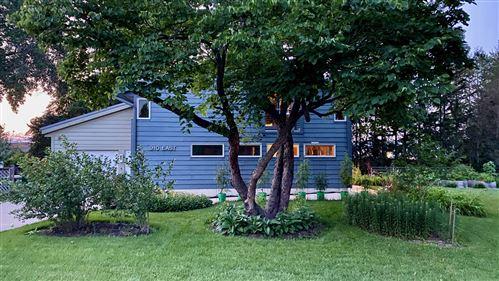 Photo of 910 E Rockland Road, Libertyville, IL 60048 (MLS # 11177531)