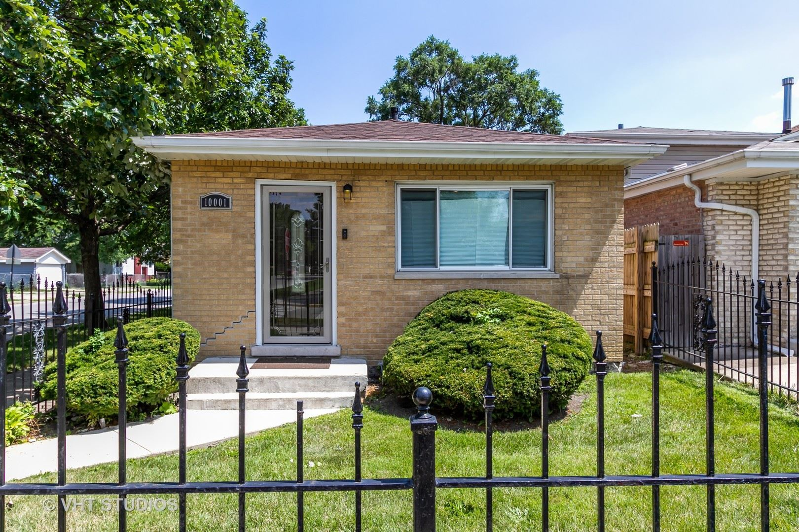 10001 S Lowe Avenue, Chicago, IL 60628 - #: 10811535