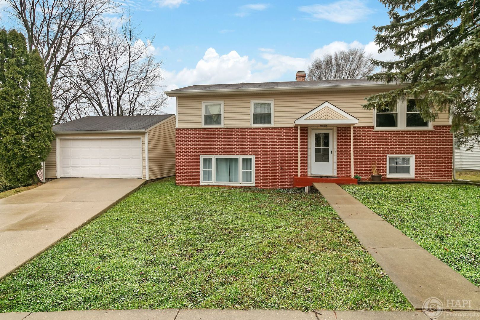 19529 W Cambridge Road, Mundelein, IL 60060 - #: 10675543