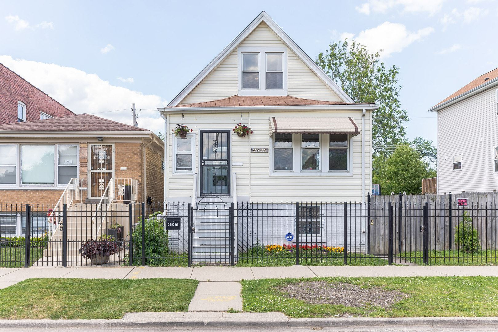4244 W Thomas Street, Chicago, IL 60651 - #: 10754543