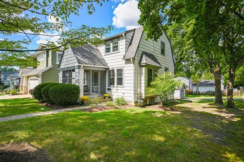 Photo of 623 E Willow Avenue, Wheaton, IL 60187 (MLS # 11222546)