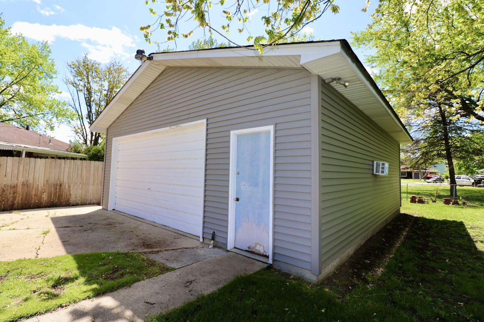 Photo of 3 Marlin Drive, Oswego, IL 60543 (MLS # 11077546)