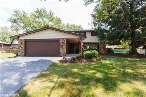 Photo of 10S261 Hampshire Lane W, Willowbrook, IL 60527 (MLS # 10852547)