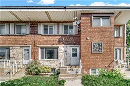 Photo of 2904 W Arthur Avenue #2904, Chicago, IL 60645 (MLS # 11221547)