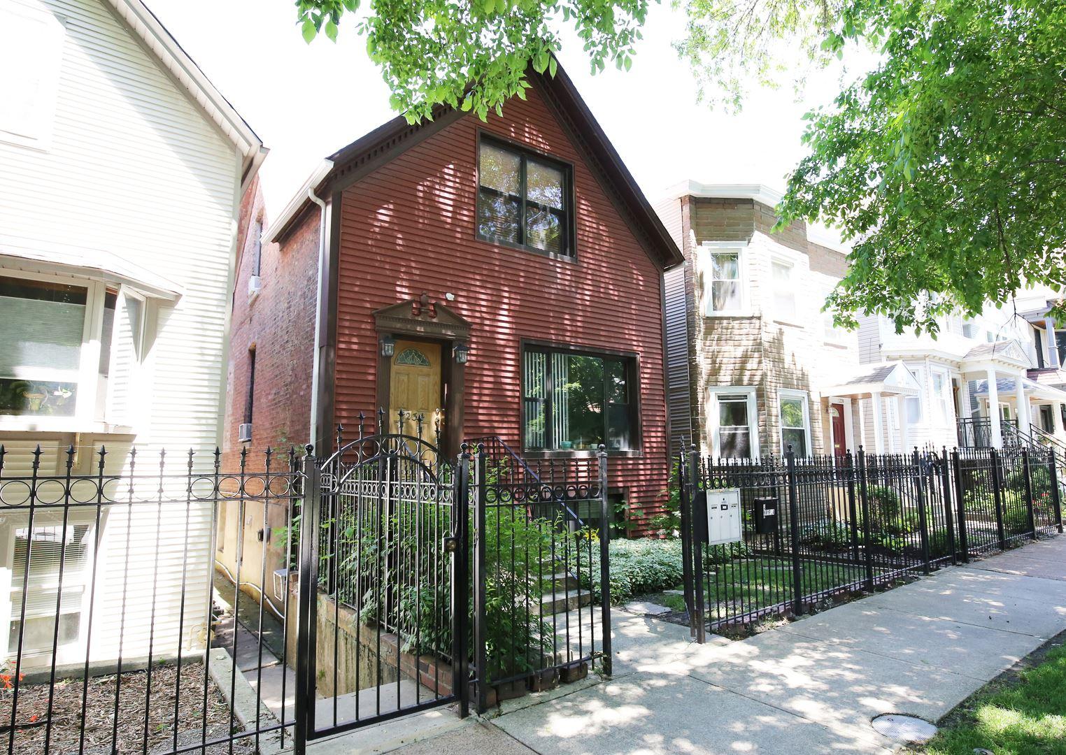 2234 W Barry Avenue, Chicago, IL 60618 - #: 10745550