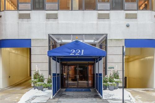 Photo of 221 E Walton Place #2E, Chicago, IL 60611 (MLS # 11240552)