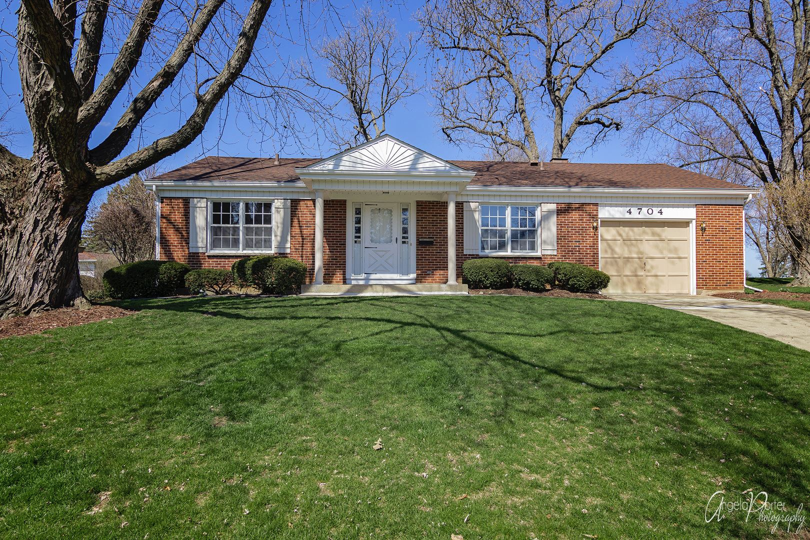4704 Chesterfield Drive, McHenry, IL 60050 - #: 10694552