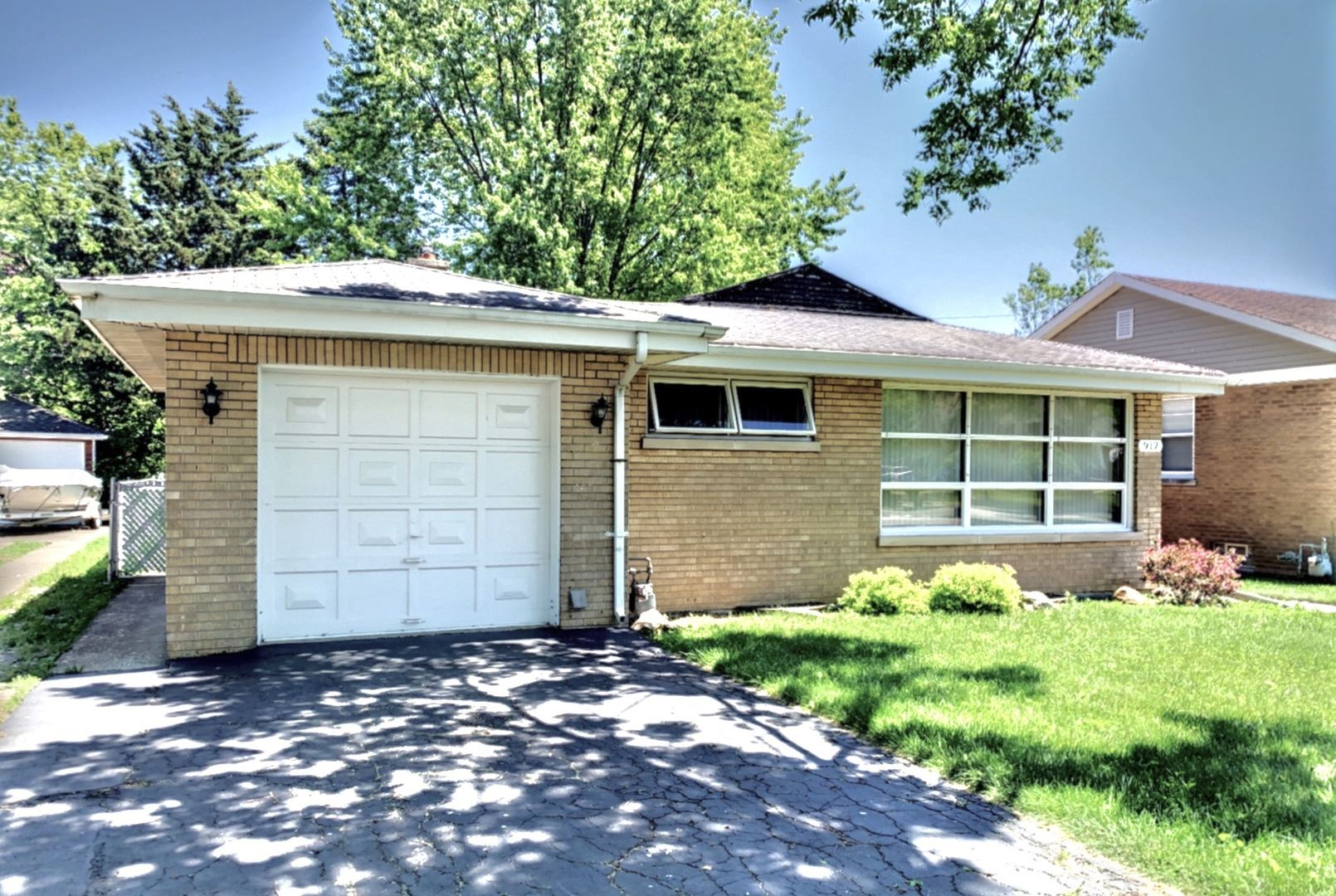 917 Sherwood Road, La Grange Park, IL 60526 - #: 10738552