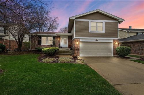 Photo of 738 Queenswood Lane, Wheaton, IL 60189 (MLS # 11048567)