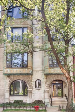 Photo of 427 W ST JAMES Place #1, Chicago, IL 60614 (MLS # 10788581)