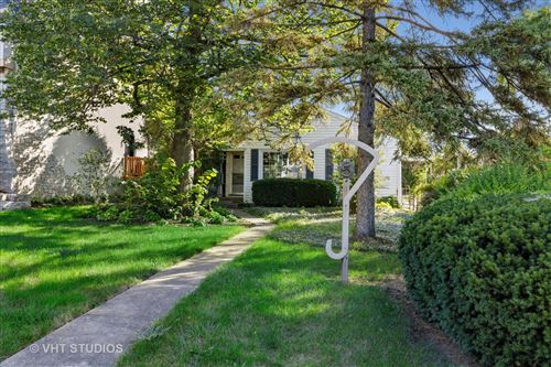 Photo of 5 Mcintosh Avenue, Clarendon Hills, IL 60514 (MLS # 10873582)