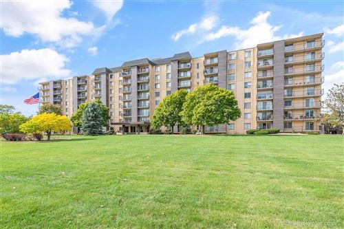 Photo of 5400 Walnut Avenue #808, Downers Grove, IL 60515 (MLS # 10939601)